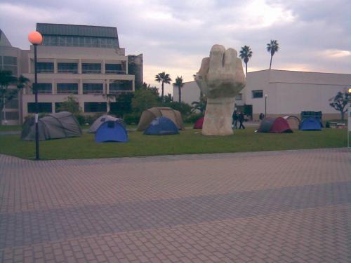 Acampada anti Bolonia en  la Universitat d' Alacant